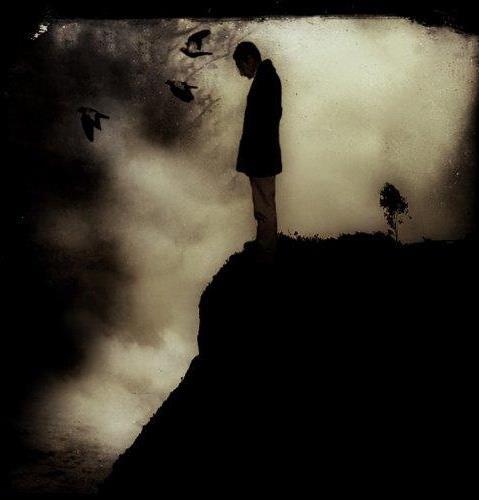 Muchos son los jóvenes que se hallan ante el vacío y sin esperanza a causa del desenfreno...