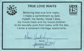 Una manera de hacer la promesa es firmando un compromiso.