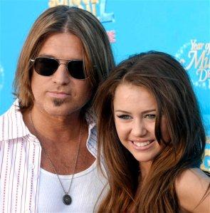 Miley Cyrus con su padre, Bill Cyrus.