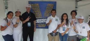 Padre Jurgen y jovenes de LOV